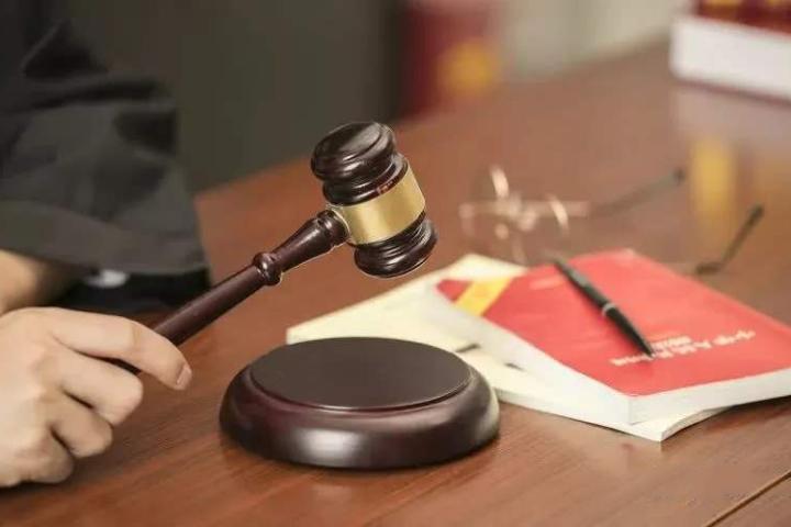 法律法官法庭